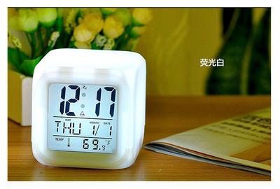 定制 白屏七彩钟 创意七彩变色闹钟 静音电子钟